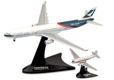 Herpa Douglas DC-3 / Airbus A330-300 Cathay Pacific Airways Set (562089)